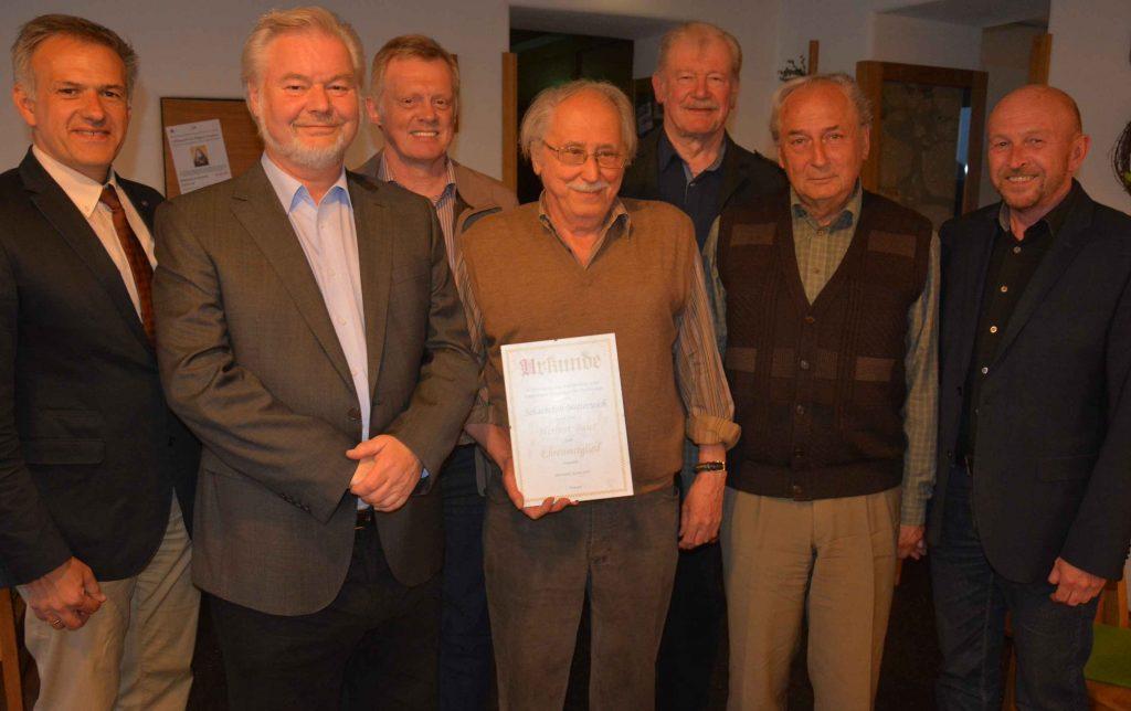 V.l. Bgm. Roland Grillmeier, Paul Trapp, Stephan Krämer, Herbert Baier, Erwin Schuh, Herbert Bauernfeind, Peter Haibach